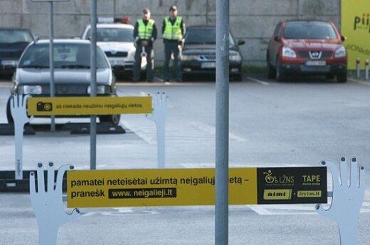 Policija: į neįgaliųjų vietas automobilį dažniau stato jauni vyrai