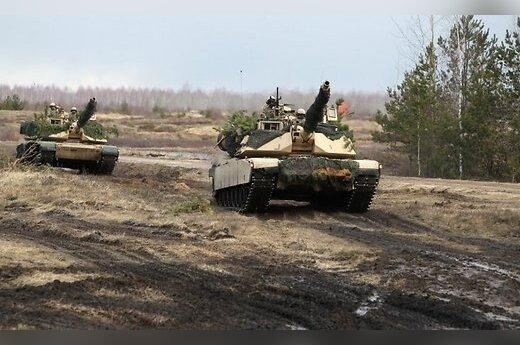 """Американские танки M1 """"Абрамс"""" провели стрельбы в Адажи"""