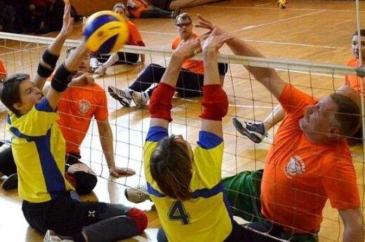 Šiauliuose vyko sėdimojo tinklinio čempionatas