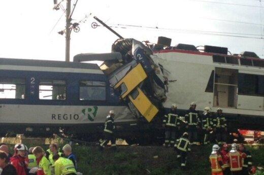 Czołowe zderzenie pociągów pasażerskich w Szwajcarii