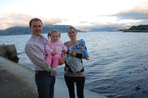 Remigijus Mažeika ir Ramunė Mažeikienė su dukra Rusne ir sūnumi Roku