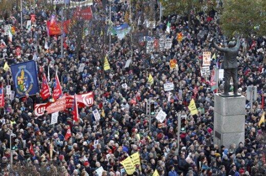 Dubline tūkstančiai protestavo prieš taupymo politiką