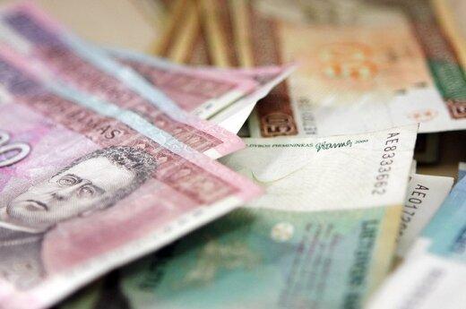 Пожилые люди отдали мошеннице 28 000 литов