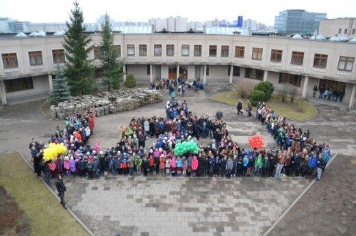 Mokiniai sunerimę: leiskite mums baigti savo mokyklą