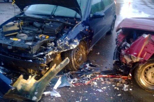 В Каунасе после столкновения автомобилей пострадала водитель