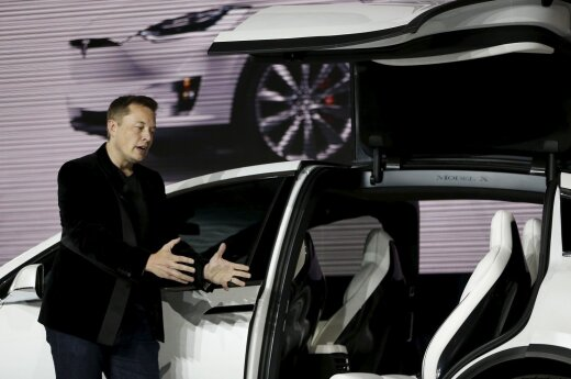 Elon Musk with the Tesla Model X