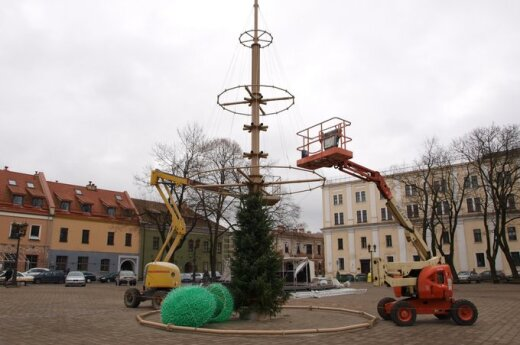Puošiama pagrindinė Kauno miesto eglė