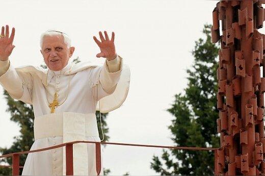 Бенедикт XVI: в кризисе виновата жадность