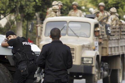 Egipt: Wojskowi przejmują władzę