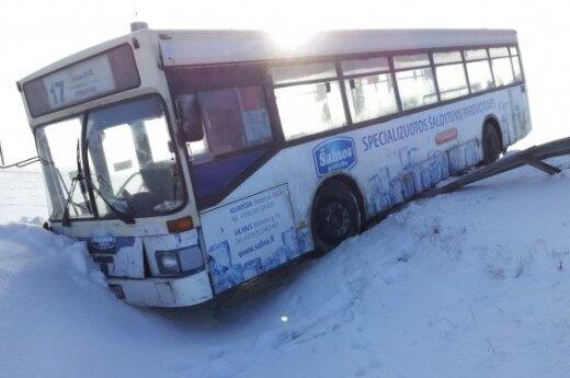 После ремонта автобус проехал только километр и съехал с дороги