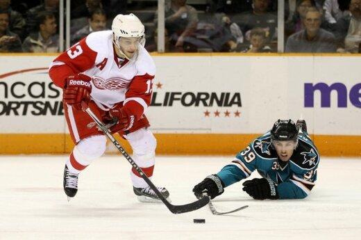 """Pavelas Daciukas (""""Red Wings"""") ir Loganas Couture'as (""""Sharks"""")"""