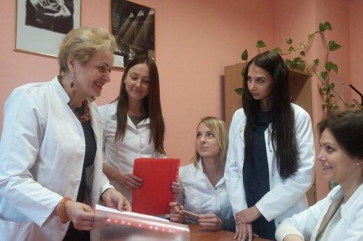 J. Dobrovolskienė ir VK SPF studentės