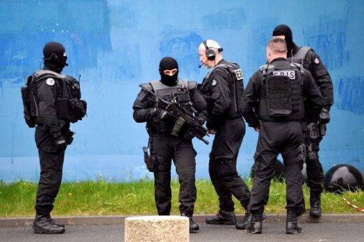 Prancūzijos policija ieško dramatiškai iš kalėjimo pabėgusio gangsterio R.Faido