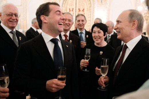 Rosja: Putin przeciwko cenzurze, a Miedwiediew zlitował się nad Pussy Riot