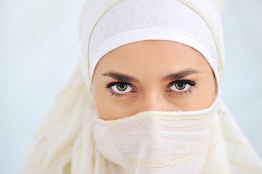 Zjednoczone Emiraty Arabskie: Władze chcą ubrać turystki w hidżab