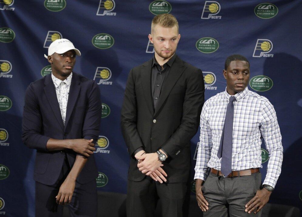 (iš kairės) Victoras Oladipo, Domantas Sabonis ir Darrenas Collisonas