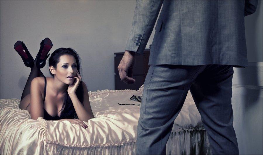seks-na-rabote-porno-roliki