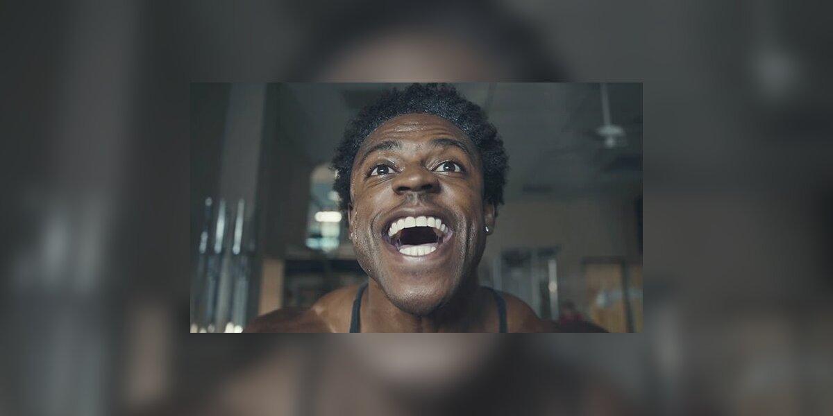 """""""Samsung"""" naujametinėje reklamoje juokiasi iš sporto salių lankytojų"""