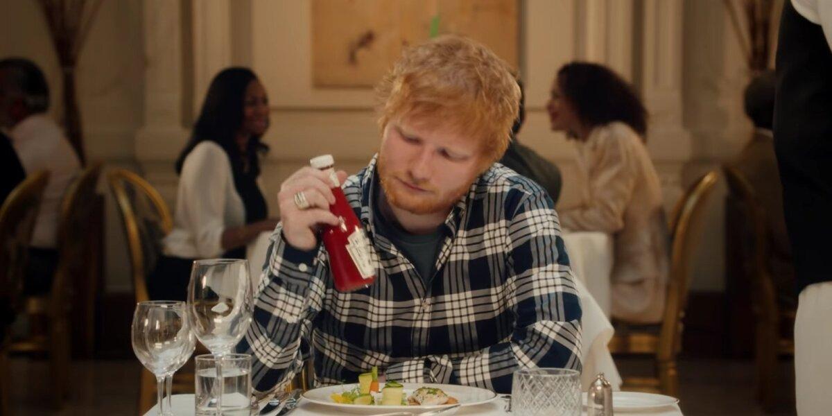 """""""Heinz"""" reklamoje – Edo Sheerano patirtis prabangiame restorane"""