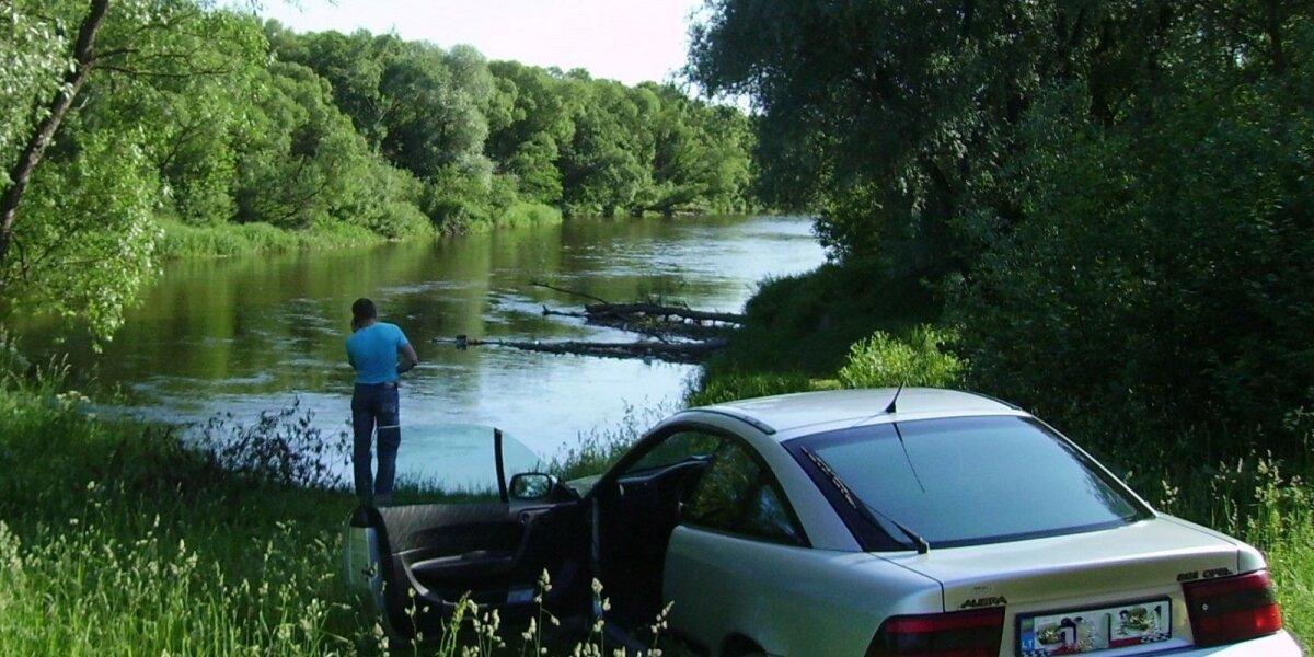 Automobilį ir vandens telkinį turi skirti 25 metrų atstumas