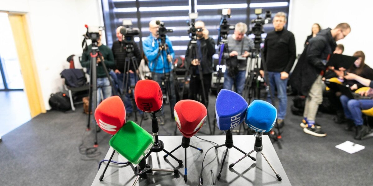 """Vyriausybės """"spjūvis"""" žiniasklaidos bendruomenei: žurnalistai neatlieka svarbių funkcijų"""
