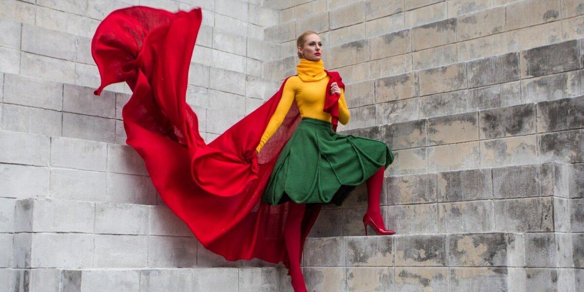 22. Megzta trispalvė vėliava-suknelė