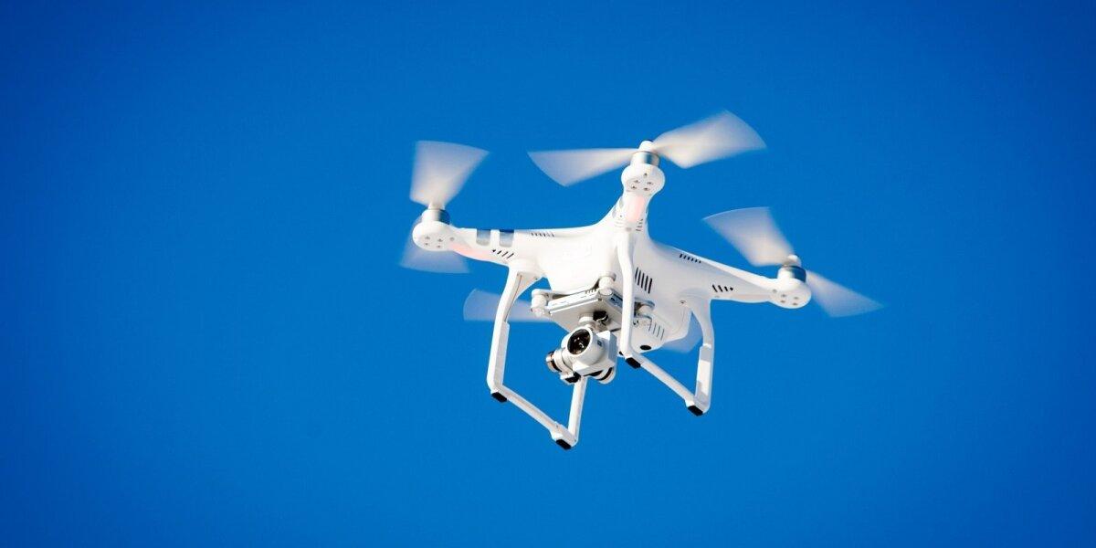 Elektroninės komercijos naujienos: siuntas pristatantys dronai ir auganti Kinijos galia