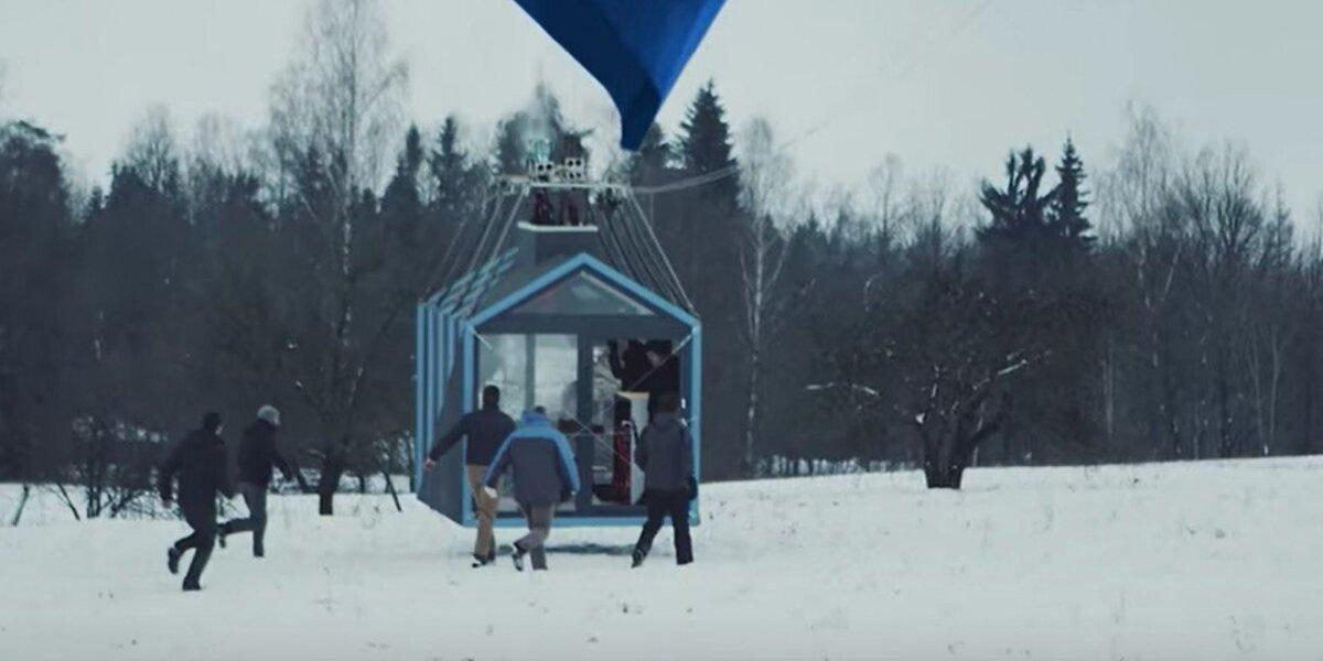 """Naujas """"Tele2"""" eksperimentas: į orą pakėlė mobilų namą"""