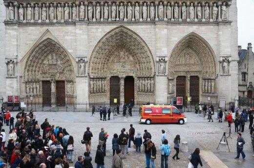 Francja: W Notre Dame zastrzelił się mężczyzna, protestując w ten sposób przeciwko homoseksualnym małżeństwom
