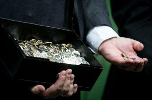 Pokyčiai jau ruošiami: kokių monetų reikės parduotuvių spintelėms ir vežimėliams