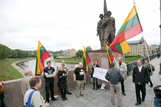Nikt nie chce restaurować sowieckich rzeźb na Zielonym Moście