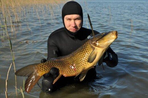 """Povandeninė žvejyba. """"Neriam"""" prezidentas Dainius Kublickas."""