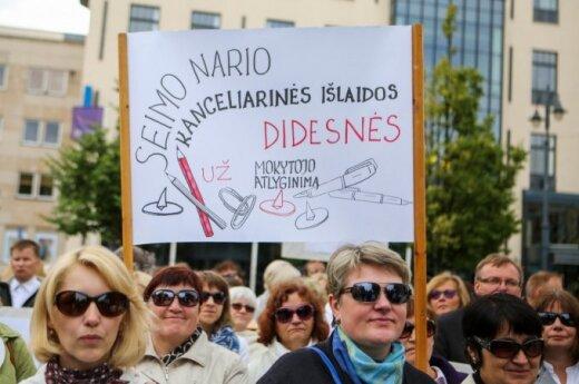 Protest pedagogów: Wydatki kancelaryjne posłów są większe niż wypłata nauczyciela