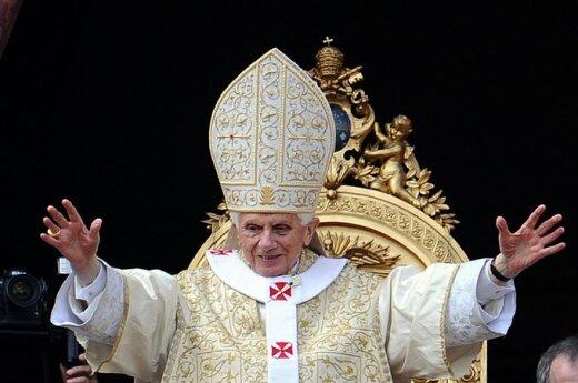 Benedykt XVI: Kiedy gasi się światło Boże, gasi się też godność człowieka