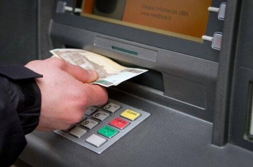 Ludzie masowo wpłacają lity na swoje konta
