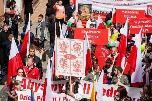 Biało- czerwony marsz ulicami Wilna