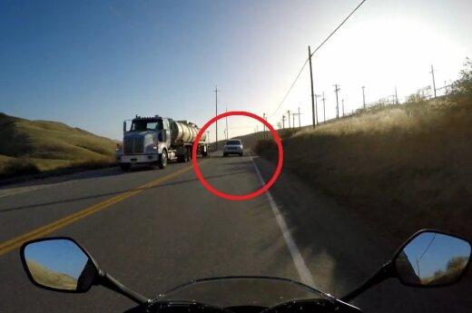 Motocykl uniknął czołowego zderzenia