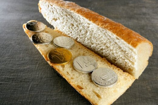 Lietuviams taupyti nesiseka: kas dešimtas šventėms skolinasi iš draugų ar giminių