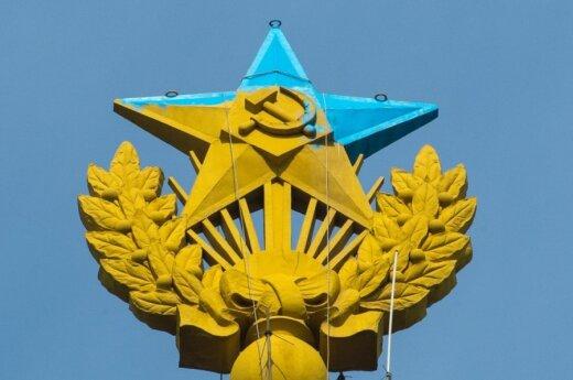 Sowiecka gwiazda w ukraińskich kolorach w centrum Moskwy