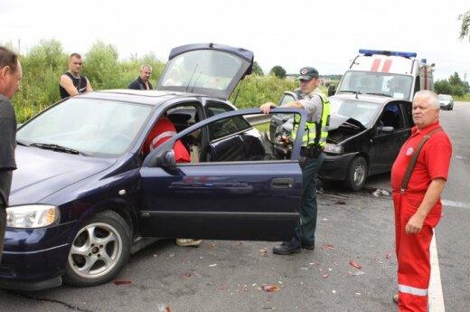 Wypadek drogowy obok Mickun. Trzy osoby w szpitalu