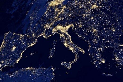 Kosmiczna podróż: Księżyc, zorza polarna, kometa Lovejoy