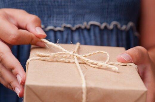 Patarimai dovanas siunčiantiems internetu: kaip nesusigadinti sau švenčių