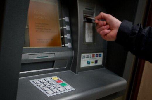 Łotysz w Polsce okradał bankomaty. Został aresztowany, bo... zasnął