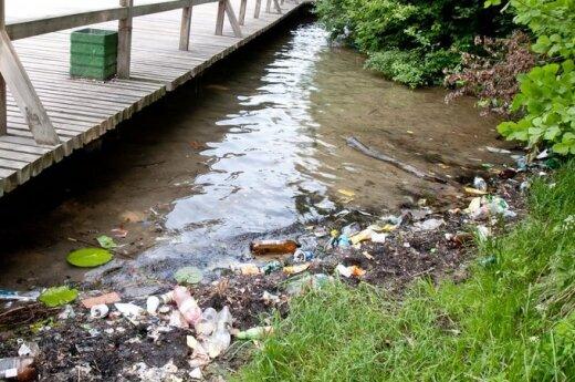 Skutek walki z alkoholizmem - więcej śmieci na ulicach