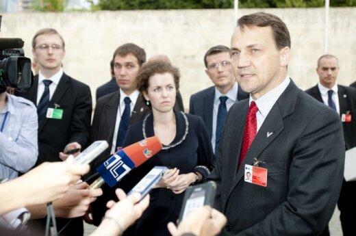 Sikorski pochwalił Polskę i skrytykował Litwę