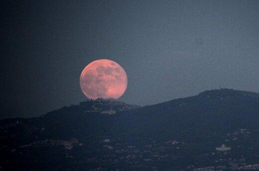 Jak księżyc wpływa na człowieka?