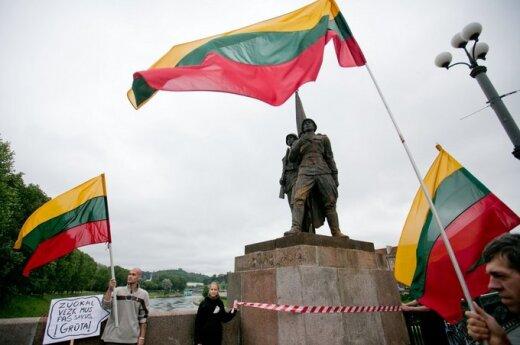 Czy sowieckie rzeźby znikną z Zielonego Mostu?