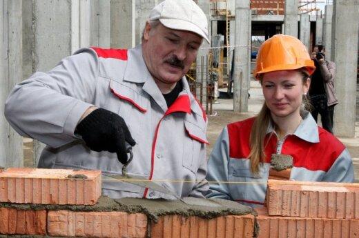Białoruś: Łukaszenka sam sobie zazdrości