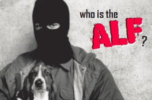 Kaukėti vyrai su šunimis ar triušiais rankose - taip save vaizduoja ALF nariai