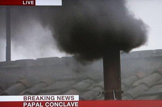 Watykan: Nadal czarny dym nad Kaplicą Sykstyńską
